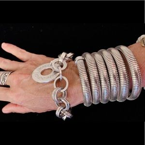 BEAUTIFUL SS COUL BRACELET.  Fits beautifully!